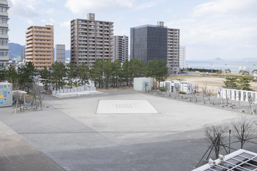 屋外広場 | 施設案内 | 高松シンボルタワー